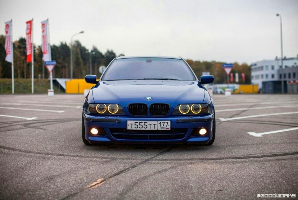 Темно синяя Bmw e39