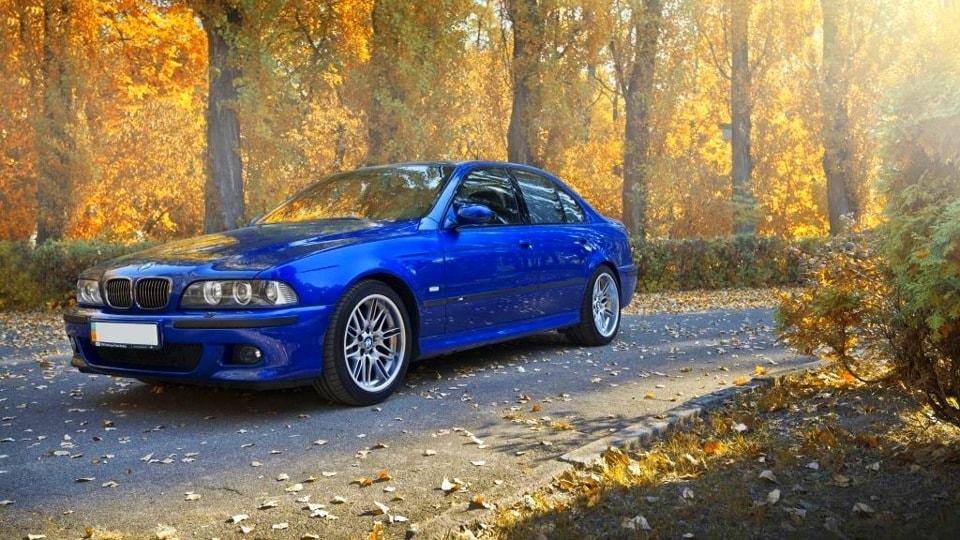 Ярко-синяя Bmw e39